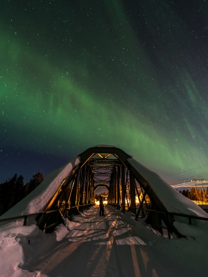 The Kalixfors bridge under the northern lights.